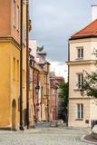 Wąska ulica w warszawskim starym mieście - Polska - 53925845
