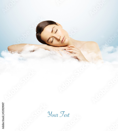 Photo  girl sleeping on clouds