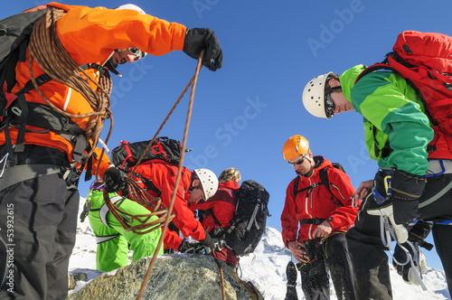 Aluminium Prints Mountaineering Vorbereitung zum Aufstieg