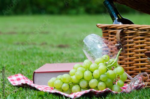 Keuken foto achterwand Picknick ein picknick auf einer wiese