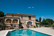 Leinwanddruck Bild - villa avec piscine