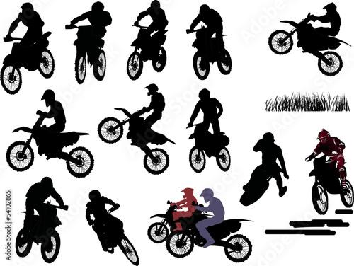na-bialym-tle-sylwetki-mezczyzn-na-motocyklach