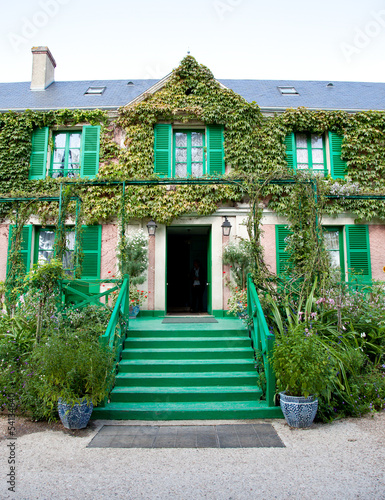 Fotografia, Obraz  Claude Monet garden and house near Paris
