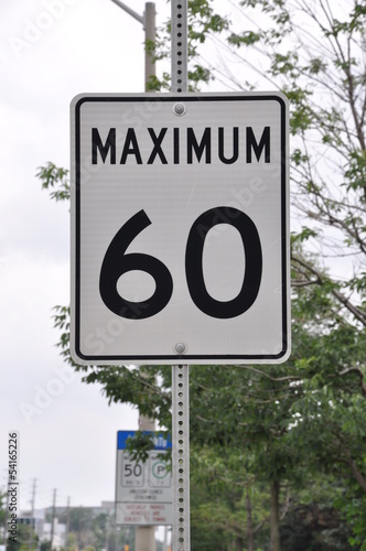 Fotografía  Maximum 60km/hr signage
