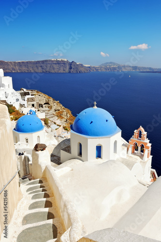 Papiers peints Santorini Iconic Santorini caldera landscape with greek white churches ove