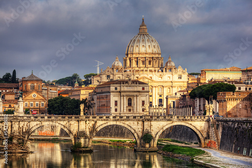 Photo  view at St. Peter's cathedral in Rome, Italy