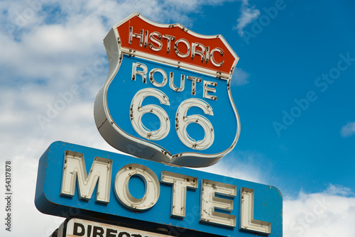 In de dag Route 66 Historic route 66 motel sign in California