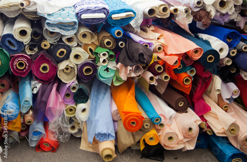 Foto op Aluminium Stof Bolts/rolls of various colored fabric