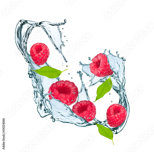 Poster Dans la glace Water splash with raspberry and leaf