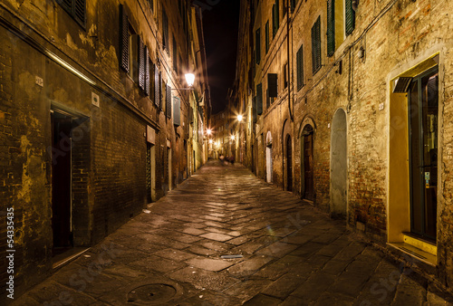 Fototapeten Schmale Gasse Narrow Alley With Old Buildings In Medieval Town of Siena, Tusca