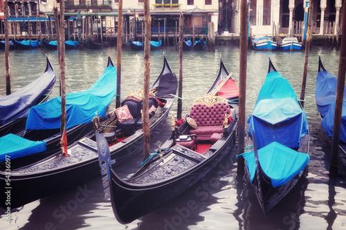 Türaufkleber Gondeln Venice seafront with gondolas on the waves