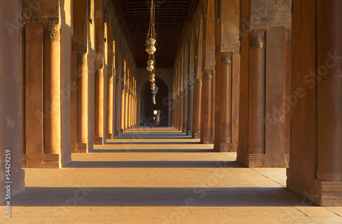 Foto The colonnade in Sultan ibn Tulun mosque in Cairo