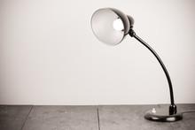 Black Retro Desk Lamp With Lig...