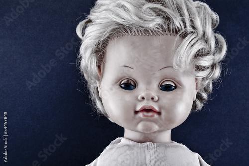 Valokuvatapetti Creepy doll face