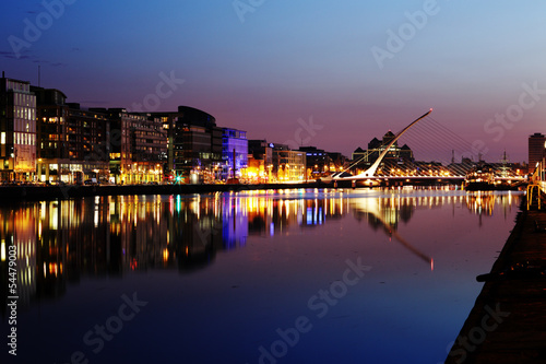 Stampe  South bank of the river Liffey at Dublin City Center at night