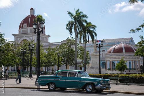 Photo old car on street in Cuba