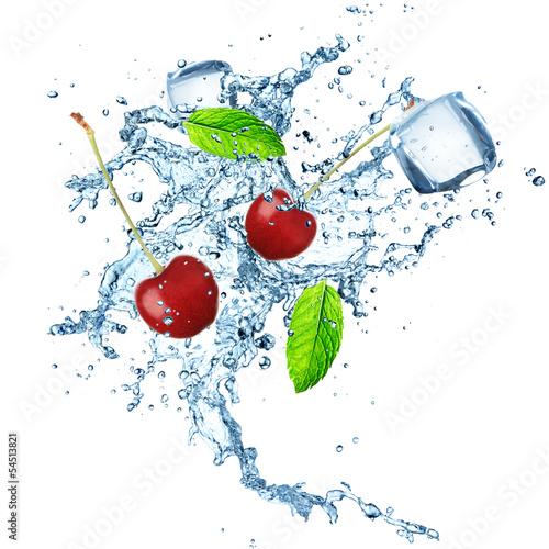 Keuken foto achterwand Opspattend water fresh cherries with water splash