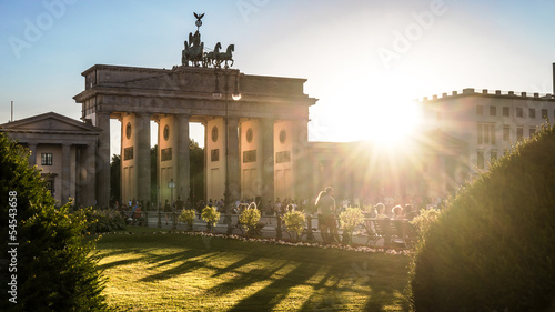 Foto op Plexiglas Berlijn brandenburger tor and sun