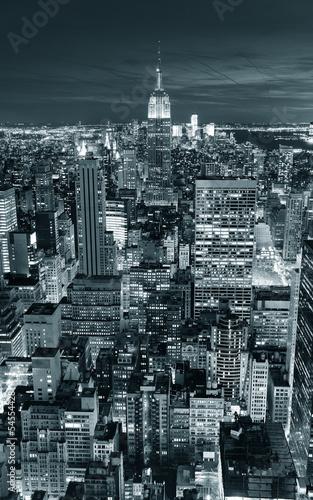 empire-state-building-czarno-biale-zdjecie-nocna-sceneria