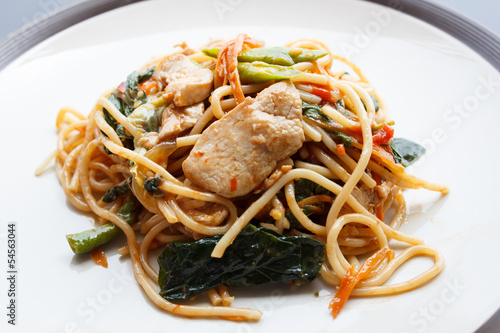Fotografija  Stir Fried Spicy Spaghetti With chicken (Thai Food)