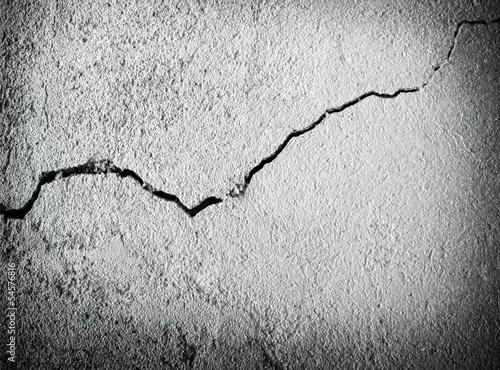 Fotografía  cracked concrete wall