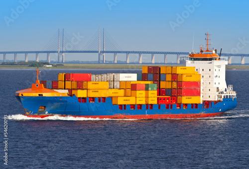 Fotografía  nave con container