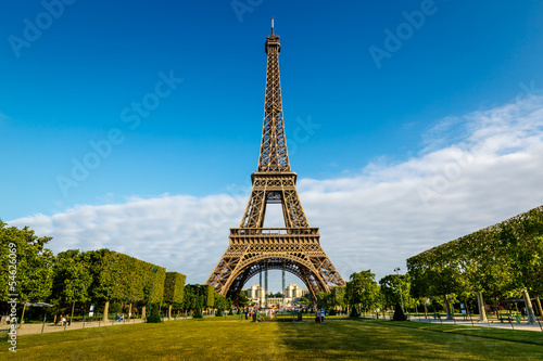 Valokuva  Eiffel Tower and Champ  de Mars in Paris, France