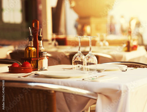 Foto op Canvas Restaurant Restaurant table at sunset