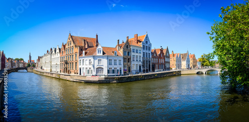 Deurstickers Brugge Panorama view of river canal and colorful houses in Bruges