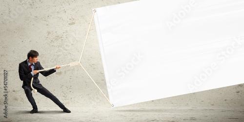 Fotografía  Businessman pulling banner