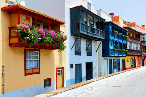 Fotografia  Colorful houses with balconies