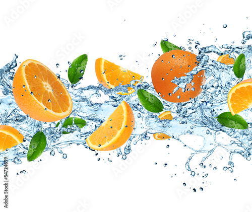 Foto op Canvas In het ijs Oranges with water splash