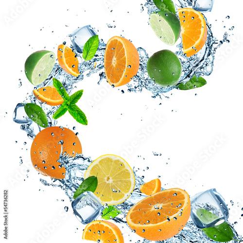 Foto op Canvas In het ijs Fruit with splashing water