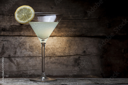 Fotografía  Cocktail with wooden background