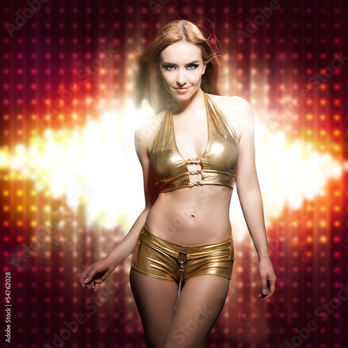 attraktive junge Frau in Clubwear Poster