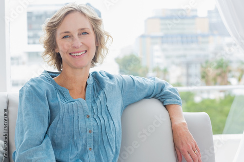Photographie  Happy woman relaxing on her couch