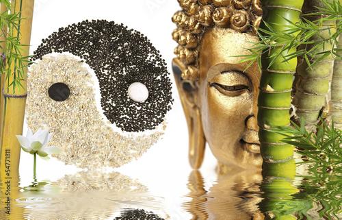Photo sur Plexiglas Zen pierres a sable décor zen : Bouddha, bambou, symbole yin yang