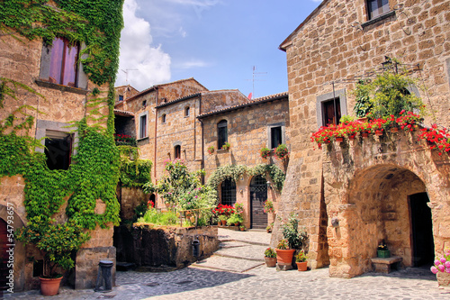 Foto  Picturesque corner of a quaint hill town in Italy
