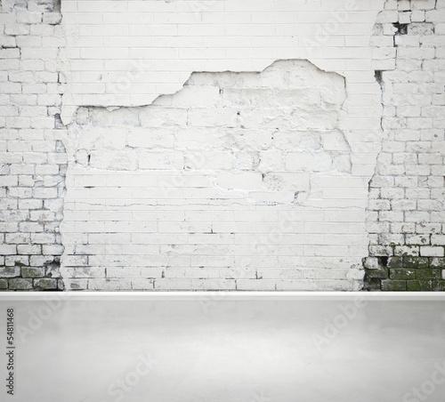 Obraz damaged brick wall and concrete floor - fototapety do salonu