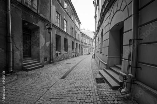 czarno-biale-ulice-starego-miasta-w-lublinie-polska