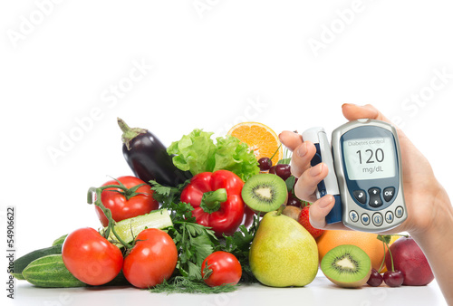 Fotografía  Diabetes concept glucose meter fruits and vegetables