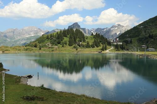 Fotobehang Bergen Bergsee in den Alpen