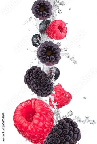 swieze-owoce-w-plusk-wody