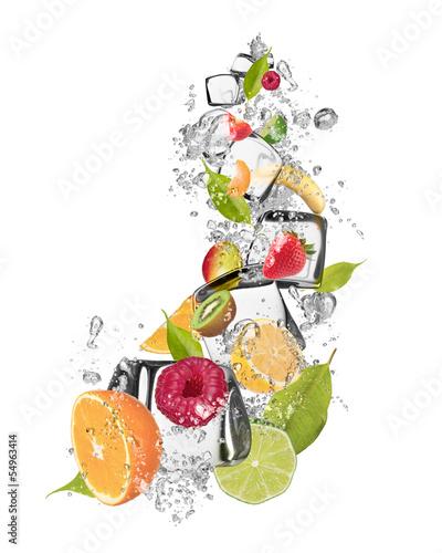 lodowe-owoce-na-bialym-tle