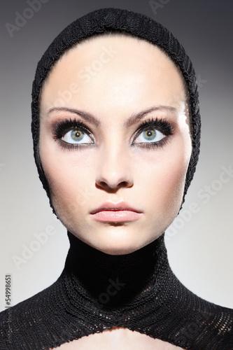 Fototapeta wielkie oczy młodej kobiety obraz