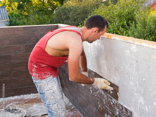Fotografia, Obraz  Stonemason working on a house