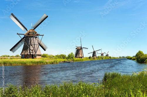 fototapeta na drzwi i meble Wiatraki w Kinderdijk