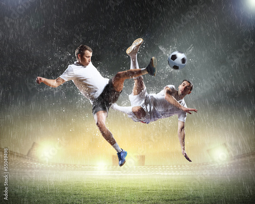 Ingelijste posters voetbal Two football player