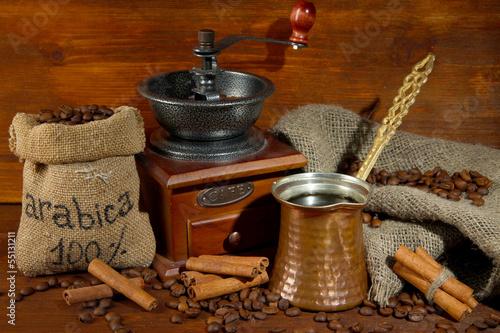 Keuken foto achterwand Koffiebonen Metal turk on wooden background