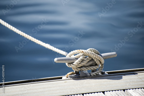 Detail image of yacht rope cleat on sailboat deck Fotobehang